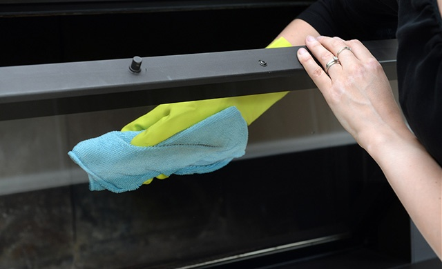 Comment nettoyer un poêle à pellets nettoyage vitre