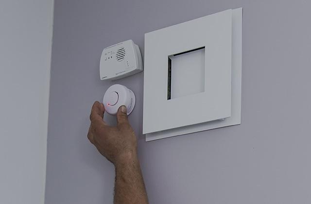 Installation d'un détecteur de fumée insert à granulés
