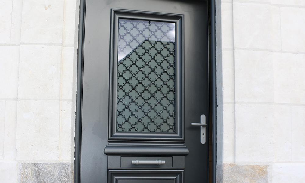 APRES - Et voilà, la nouvelle porte d'entrée est installée !