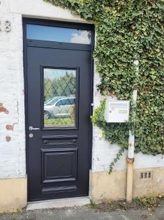 pose d'une porte d'entrée Spencer 1 de chez Euradif sur Ronchin.