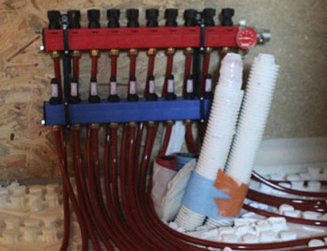 Pose d'un plancher chauffant raccordé à une pompe à chaleur
