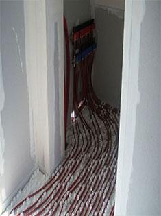 Pose d'un plancher chauffant alimenté par une pompe à chaleur