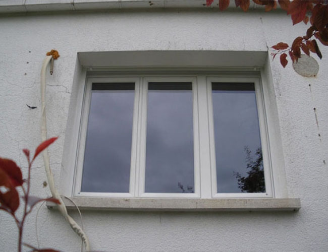 Pose de fenêtres PVC, marque Amgo, à Haumont