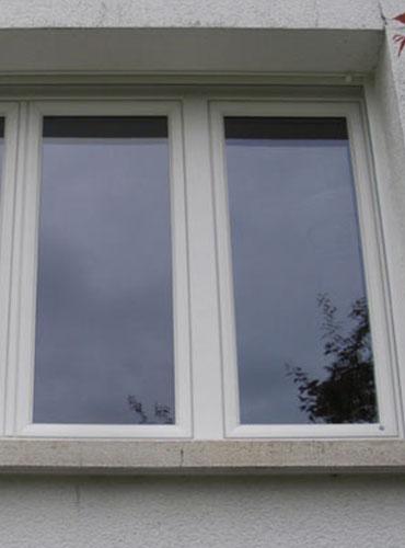 Pose de fenêtres PVC, marque Amgo, à Hautmont