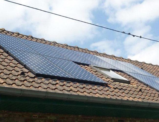 Installation de panneaux solaires photovoltaïques SUNPOWER 300
