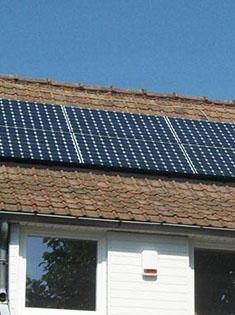 Installation de 6 panneaux solaires photovoltaïques SUNPOWER 300